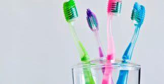 Sonhar com escova de dentes