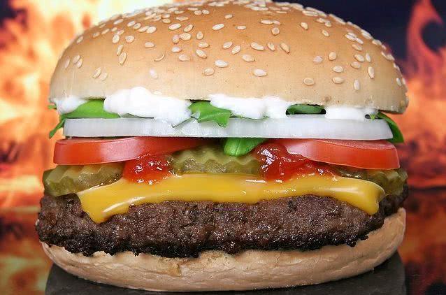 Sonhar com hambúrguer