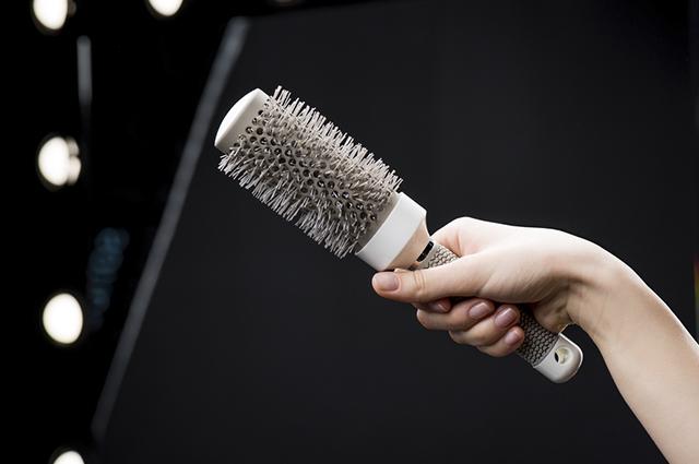 Sonhar com escova de cabelo revela autoconfiança e autoestima