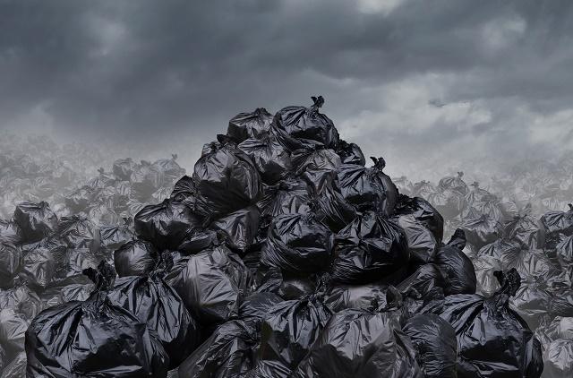 Vários sacos de lixo